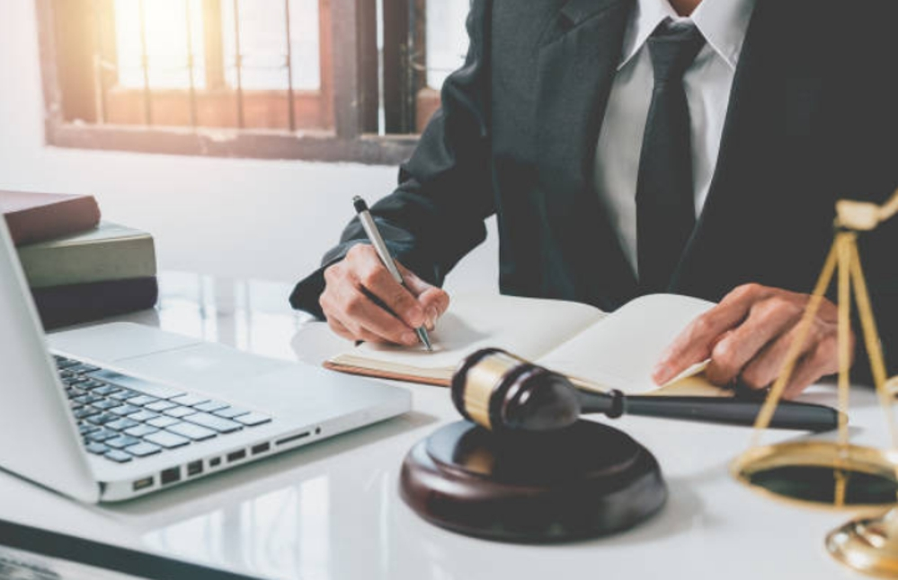 Cómo elegir el mejor bufete de abogados