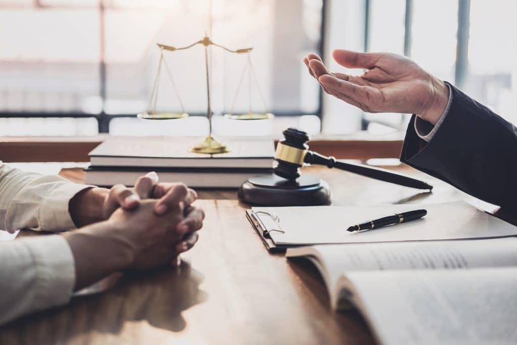 ¿Cómo escoger abogado penal?